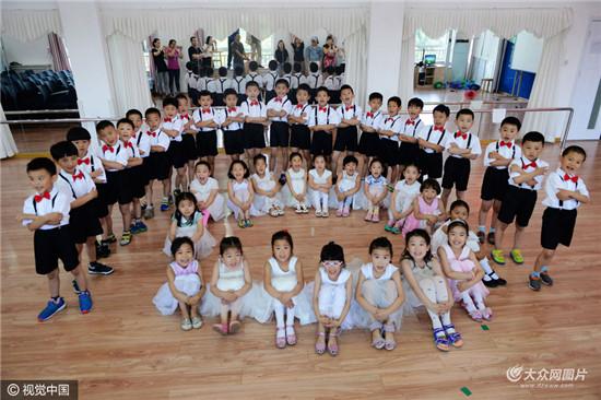 青岛:幼儿园大班儿童毕业拍创意毕业照图片