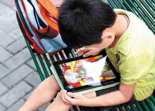 小学生沉迷手机.jpg