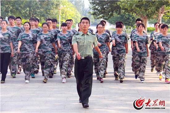 齐鲁工业大学军训首设 教官助理 帮助提升军训质量图片