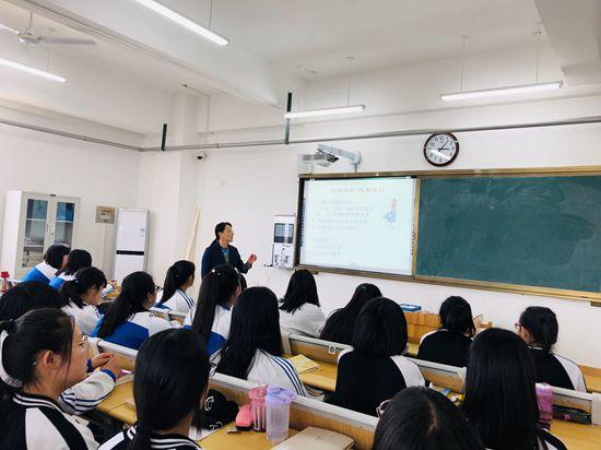 """济南市技师学院举办""""青春快乐健康成长""""女生专题讲座"""
