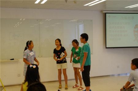 每一讲,每位同学都有机会在台前表达观点,练习有效简洁的沟通能力.jpg