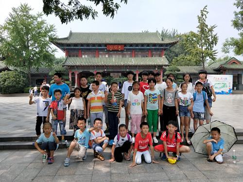 济南小树林语言艺术培训学校:关爱山村留守儿童,让爱相伴成长