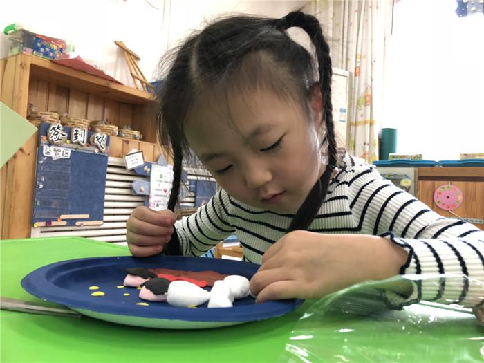 吃月饼,讲故事——演马佳苑幼儿园开展中秋节主题活动