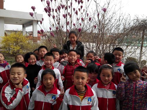 济南高新区鸡山小学:一年级小朋友校园觅诗意