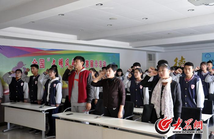 团委老师和团总支成员宣誓01.jpg